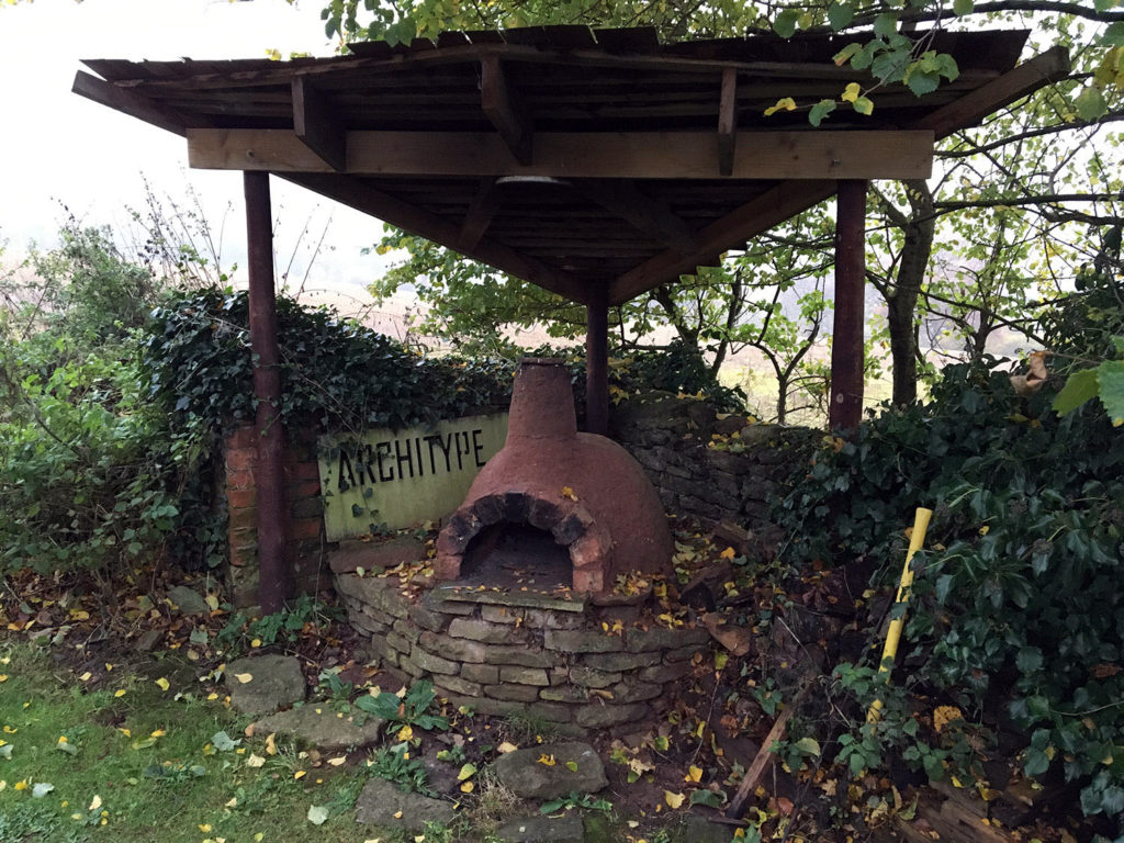 Wouldn't it be great to have your own outdoor pizza oven at work?!